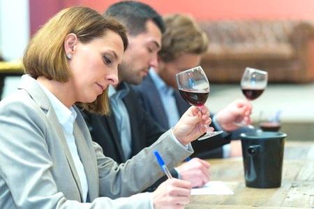 Dégustation de vin pour la formation de sommelier professionnel