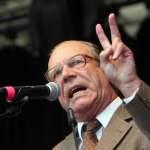 Kabarettist und Satiriker Georg Schramm als Gast und Redner bei der Abschlusskundgebung zum Protest