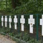 Weisse Kreuze nahe dem Reichstag erinnern an die Totesopfer an der Berliner Mauer Foto Winfried