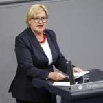 Dr Eva Högl SPD Deutschland Berlin Bundestag stimmt für Gesetzentwürfe zum Asyl und Aufenthalt