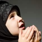 muslimischen Mädchen betet