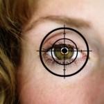 Fadenkreuz auf einem Frauenauge hairline cross on a woman s eye BLWS292753
