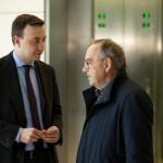 CDU Generalsekretaer Paul Ziemiak (L) spricht mit SPD Co-Parteivorsitzender Norbert Walter-Borjans (R) vor der CDU/CSU