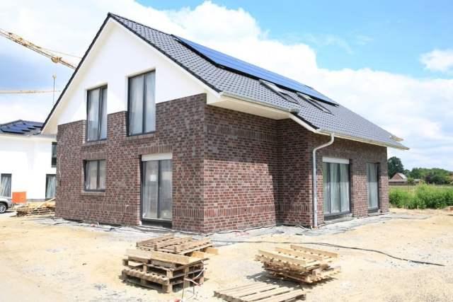 Einfamilienhaus (Bild: shutterstock.com/Von Traveller70)