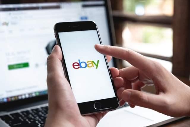 Ebay (Bild: shutterstock.com/N Von Natee Meepian)