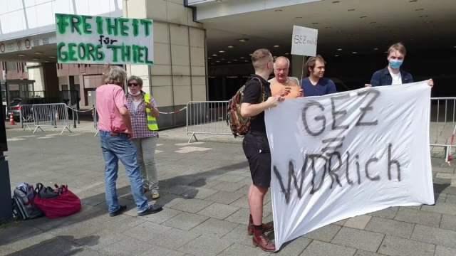 Mahnwache vor dem WDR für Gorg Thiel; Bild: Screenshot Youtube