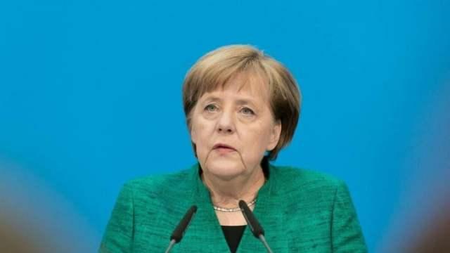 🔴 LIVE: Bundeskanzlerin Merkel gibt Pressekonferenz zu Afghanistan; Bild: Startbild Youtubevideo RT DE
