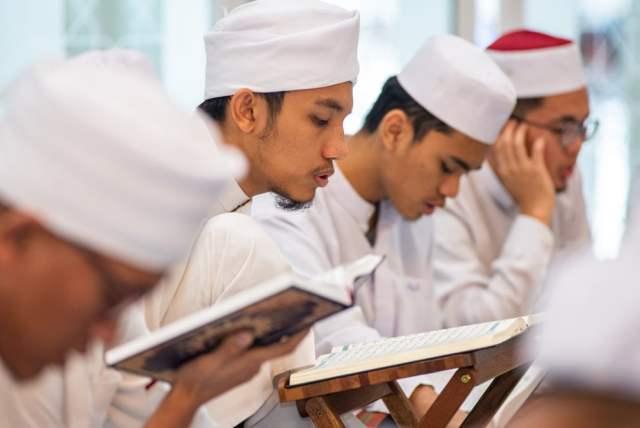 Muslime in Malaysia (Bild: shutterstock.com/ Von Rali Ismail)