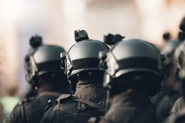 Antiterroreinheit (Symbolbild: shutterstock.com/https://www.shutterstock.com/de/image-photo/anti-terrorism-squad-military-equipment-special-1266143284)