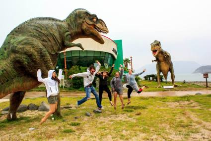 dinosaurs statues