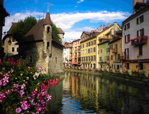 annecy old down