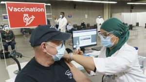 COVID-19: Des aînés pressés de se faire vacciner