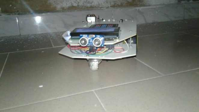 robot suiveur créé par Ousmane Ndour