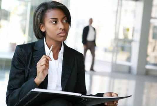 Une entreprise offre des stages et des emplois