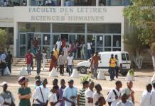 Amicale des étudiants de la faculté des lettres Faculté des Lettres/ les étudiants d'anglais de l'UCAD dans la rue