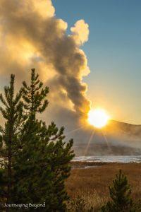 yellowstone-old-faithful-sunrise