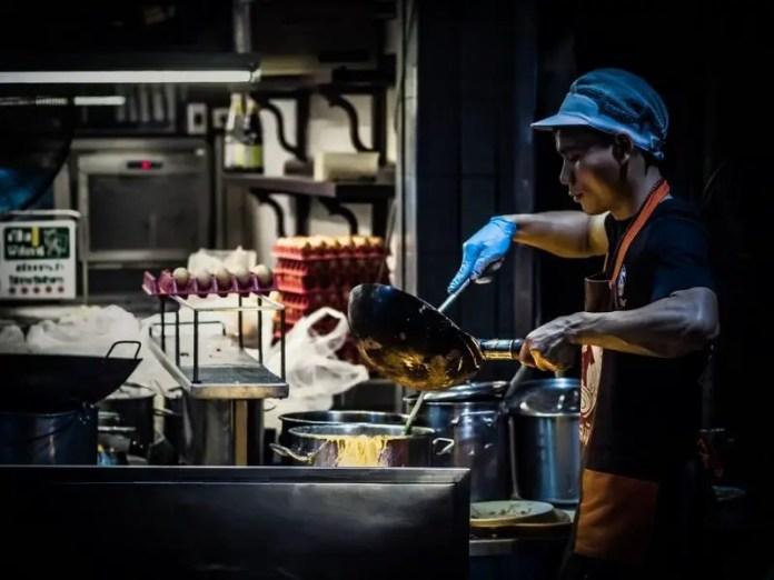 Pad Thai chef