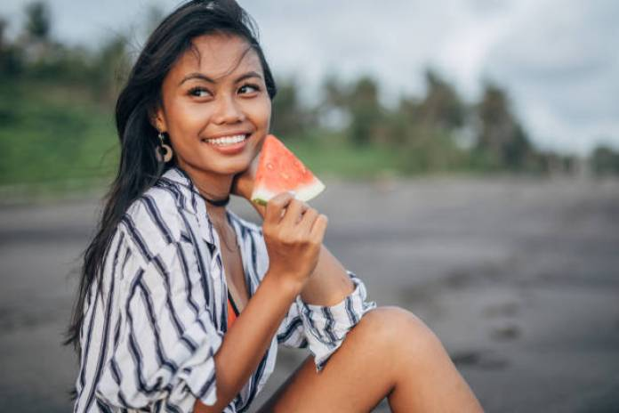 BHeautiful Smile from teenage Bali girl