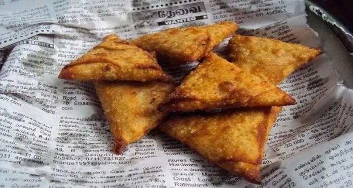 Samosas, a well-loved Indian food. Image Credit: nuzree, Pixabay