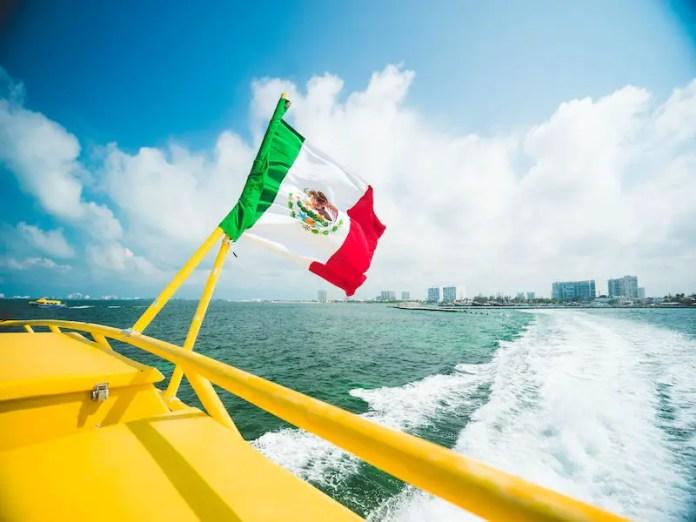 boat in cancun