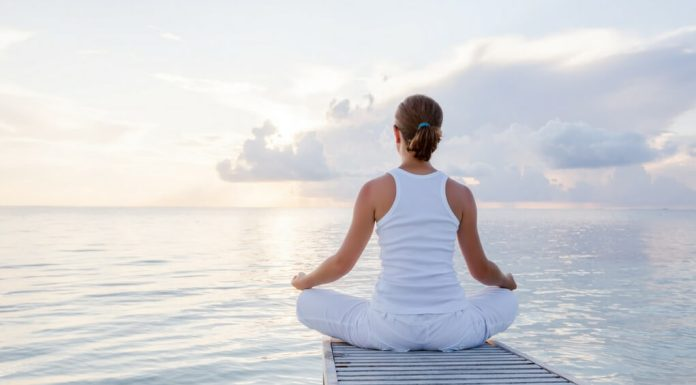 Practicing mindfulness can dramatically change your life. This Mindfulness for Beginners Guidewill give you quick changes you can make to feel peaceful and tranquil.