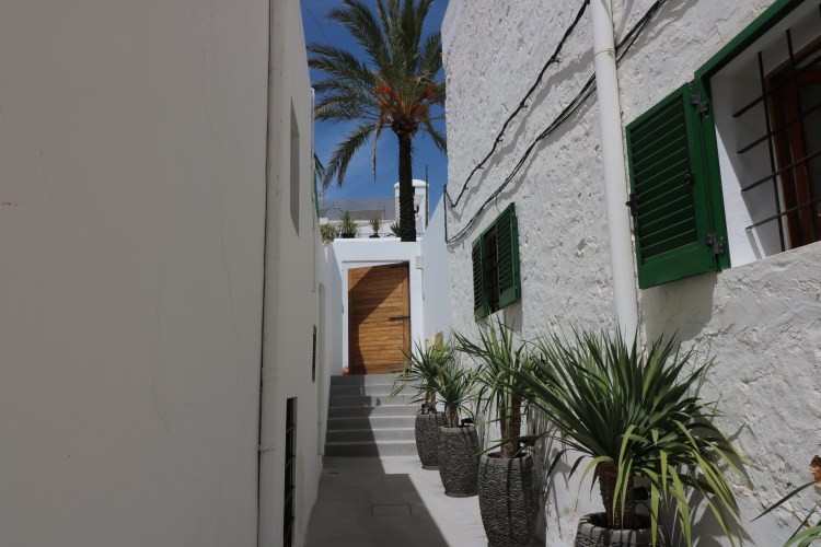 entrance GIRI HOTEL & SPA