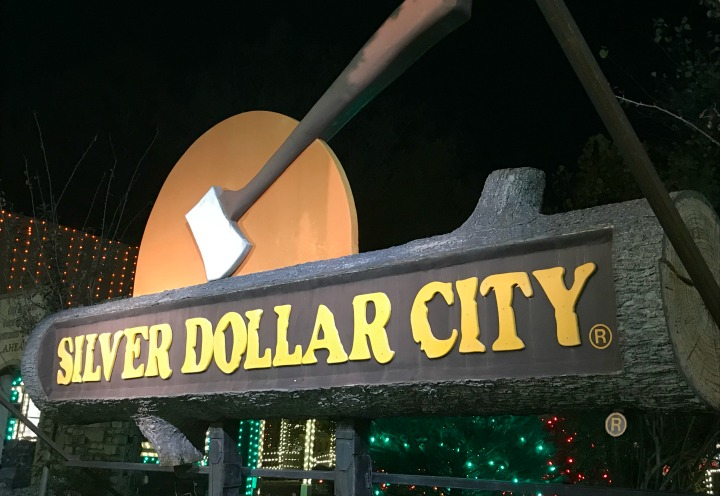 Silver Dollar City: An Old Time Christmas Complete Guide