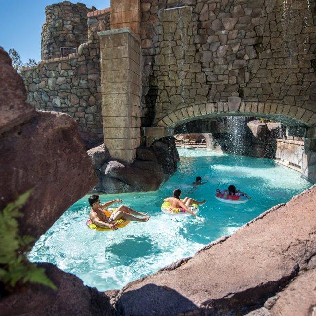 universal orlando hotel pools