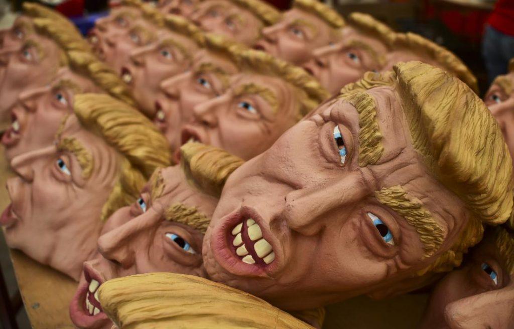 Meksika'da cadılar bayramı şerefine yapılan Trump maskeleri
