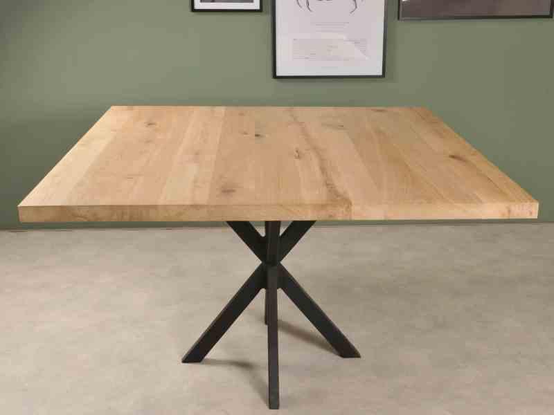 Vierkante eiken tafel met elgante lexileg spinpoot
