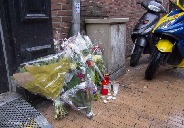Bloemen slachtoffer geweld-2618