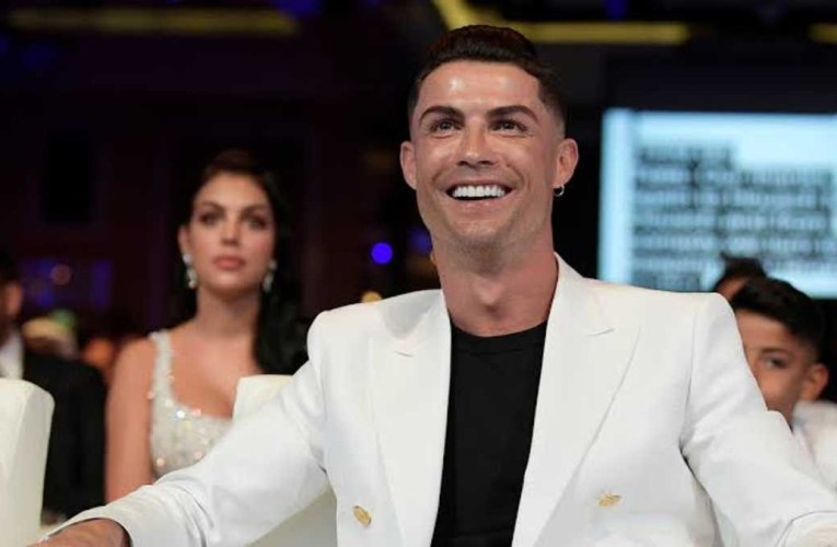 Cristiano Ronaldo becomes the first billionaire player