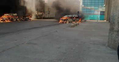 Four minibuses torched in Joburg CBD as taxi violence