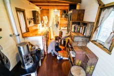 Tiny-House-Cleaning-00041