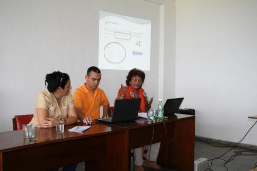 """Panel de Apuntes sobre la blogosfera cubana"""" ponentes María Isabel Perdigón y Norelys Morales Aguilera moderador Osmany sanchez"""