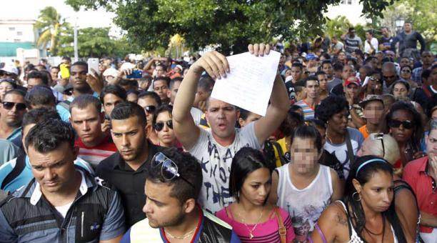 Deberían estar protestando frente a la Embajada de USA, no en la de Ecuador.