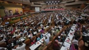 plenario-del-vii-congreso-del-partido-comunista-de-cuba-con-ral-castro-ruz-su-primer-secretario-foto-ismael-francisco
