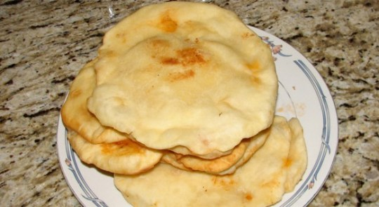 Fried pizzas in the Rieti area are usually eaten with cold meats like ham, sausage or pork loin and they are sometimes stuffed with vegetables and cheese.