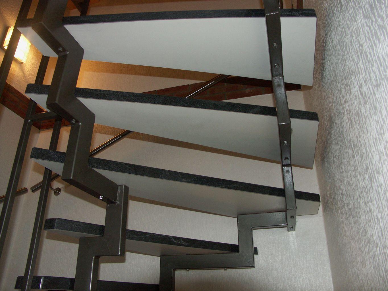 Offene Treppe - Jowi Holz-Innenausbau Gmbh - Dauerhafte