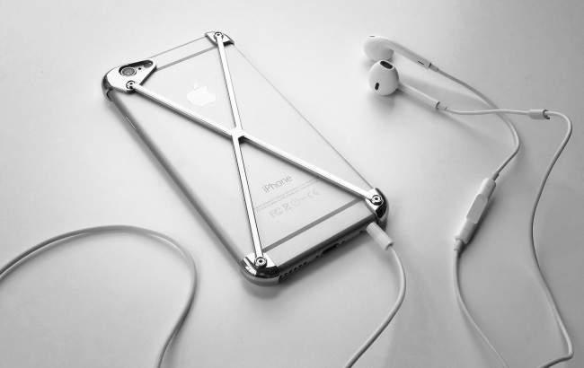 AP_headphones_cropped_2