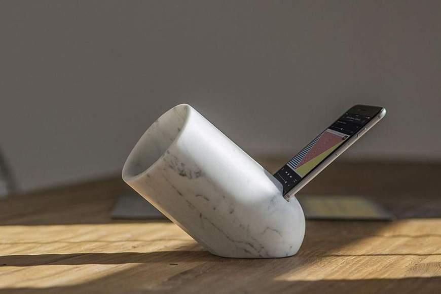 Amplificateur iPhone OVO par Monitillo Marmi
