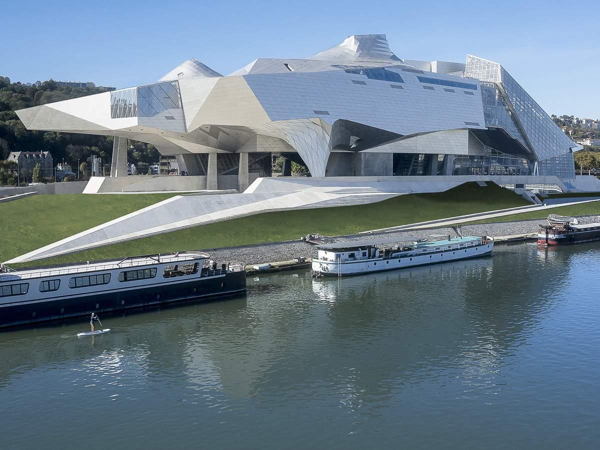 MUSEE-CONFLUENCE-mus+�e-exterieur1--�-Q.-Lafont,-mus+�e-des-Confluences,-Lyon