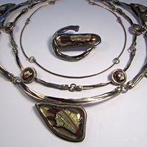 Pedro Sequeros - Collar y broche en vidrio, laton pavonado y plata; año 1998