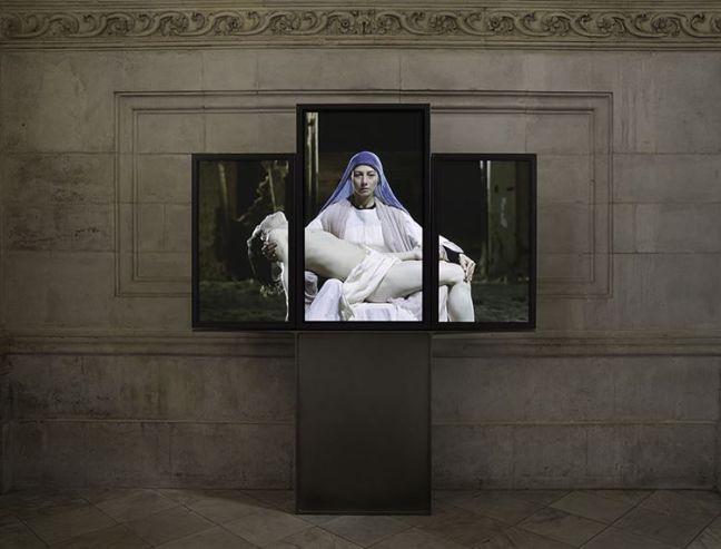 """Bill Viola, """"Mary"""", Instalación Video - Tríptico, 2016"""
