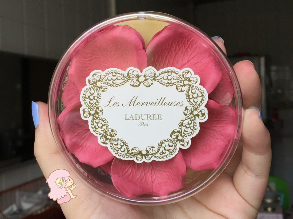 Ladurée Face Color Rose petals