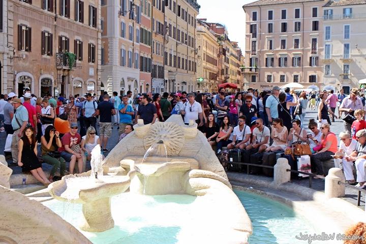 Fontana della Barcaccia (Fountain of the ugly Boat)