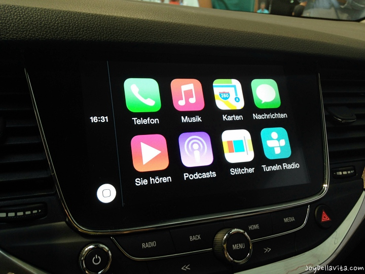 Apple CarPlay inside the Opel Astra K