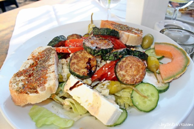 Vegetarian Salad with fried Zucchini, Feta Cheese and Grilled Bread at Konstantinos Friedrichshafen