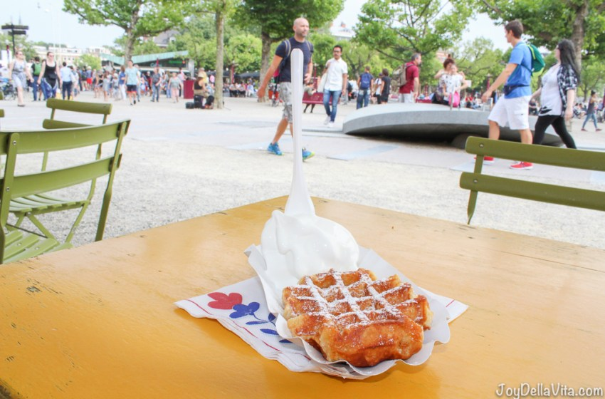 Hot Waffle and Soft Ice by 'Kiosk Rembrandt Van Gogh' at Amsterdam's Museumplein