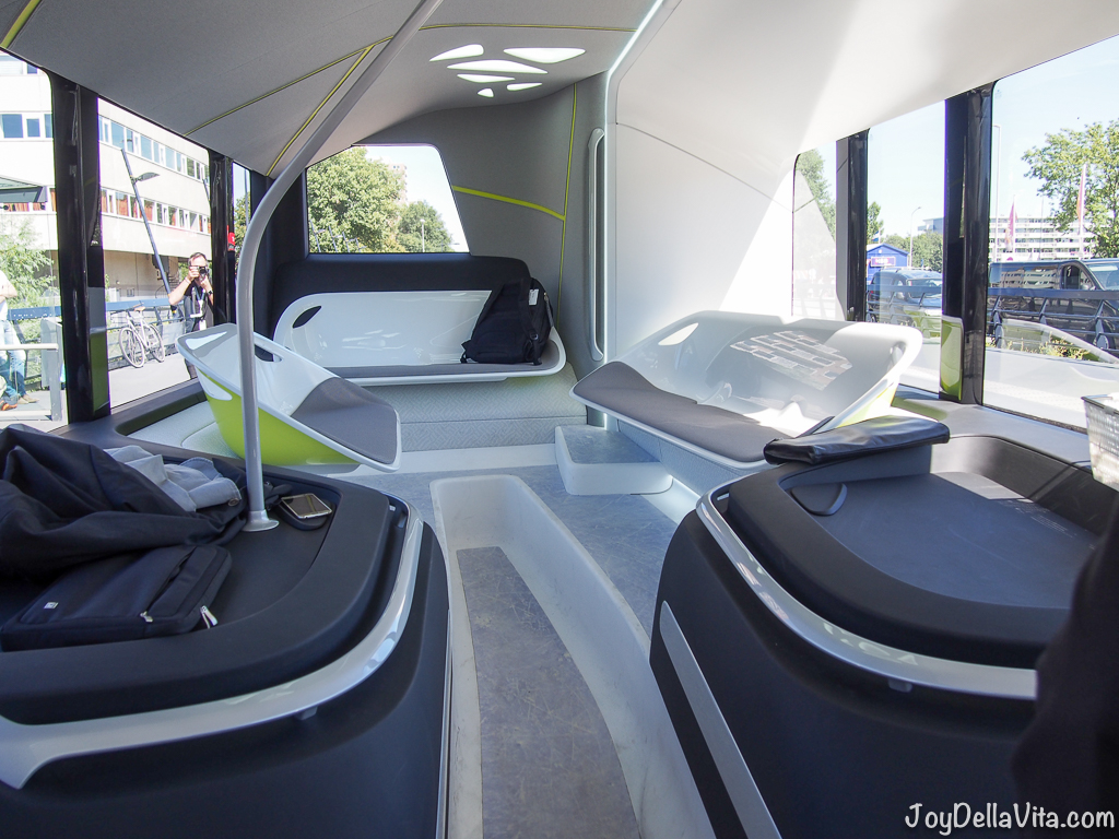 Riding the autonomous mercedes benz future bus in for Future interieur